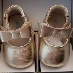 Gold Robeez leather slippers 0-3 month size